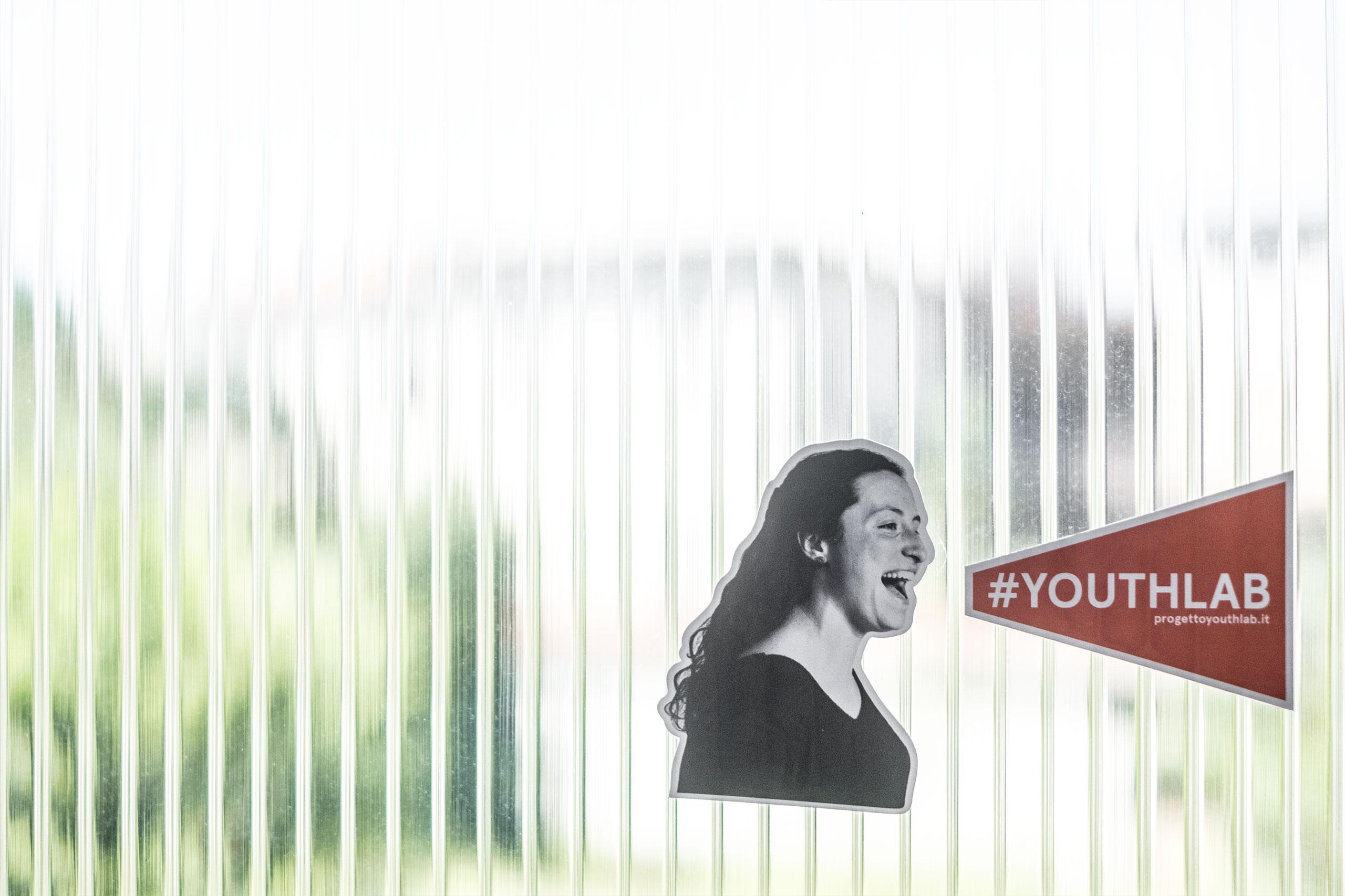design logo campagna sociale youthlab